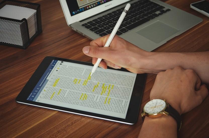 Internet Work Office Desk Business  - niklaspatzig / Pixabay