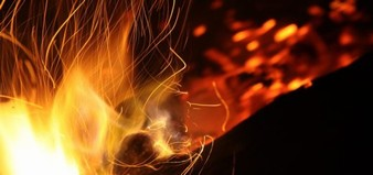 Dřevěné brikety a pelety: pohodlný způsob topení