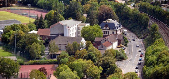 Town Village Houses Buildings Road  - Psaiko / Pixabay
